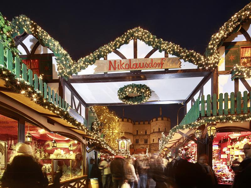 """Weihnachtsmarkt """"Nikolausdorf"""", Rudolfplatz Köln 2014"""