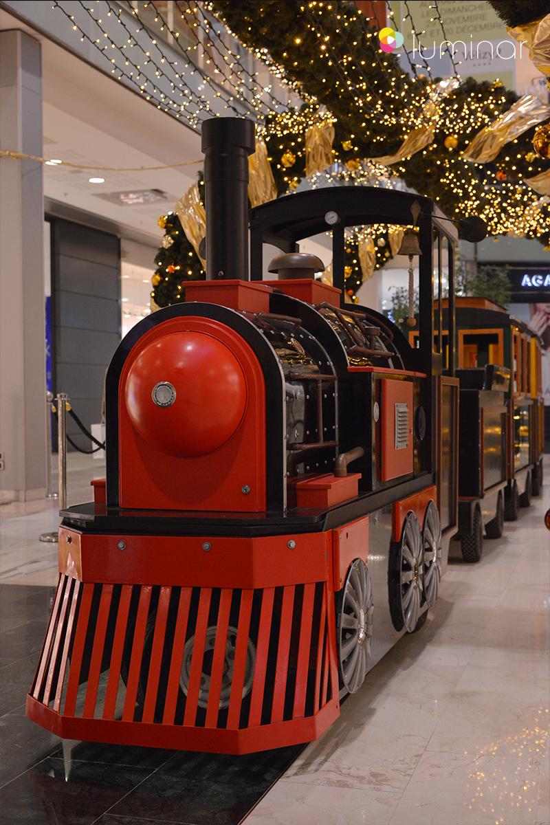 kleine Eisenbahn im Shoppingcenter